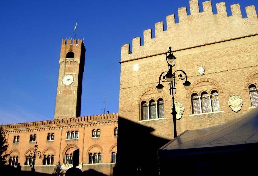Miniatura per l'articolo intitolato:Il centro di Treviso si rianima, musei aperti e mercatini dell'antiquariato le carte vincenti