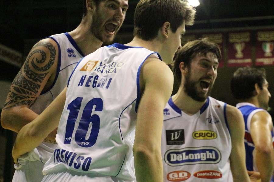 Miniatura per l'articolo intitolato:Gli irriducibili del Palaverde (5.309) fanno festa, De' Longhi TVB vs Basket Brescia (93-87).